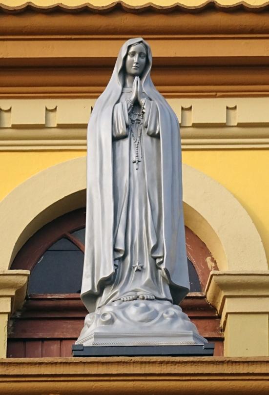 Nossa Senhora de Fátima no frontispício da Catedral de Santo Amaro